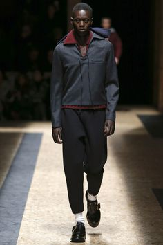 See the complete Prada Fall 2016 Menswear collection.