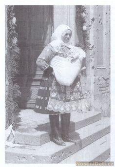 Babywearing Moravia 1947