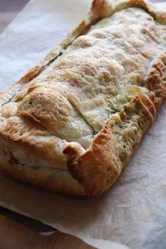 Indbagt mørbrad - med bacon, pesto og reven ost. www.mamenohr.dk