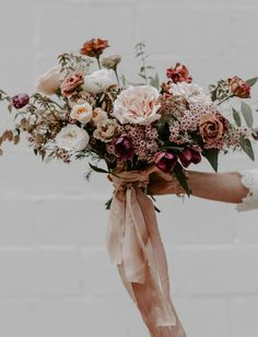 Floral pink burgundy blush bouquet The post Romantic Fall Wedding Inspiration. Floral pink burgundy blush bouquet appeared first on Pink Unicorn. Bridal Bouquet Fall, Blush Bouquet, Fall Wedding Flowers, Wedding Flower Arrangements, Flower Bouquet Wedding, Floral Wedding, Wedding Colors, Green Wedding, Blush Fall Wedding