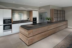 strakke keuken met olijfhout