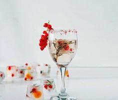 Una selección de hermosos cubitos de hielo con sabores para aromatizar y dar color a tu agua, refrescos y cócteles