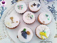 Cupcake decorati con pasta di zucchero per comunione