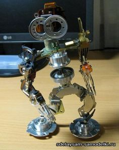 Spare parts robot … David Shaw, Old Tools, Christmas Minis, Electronic Art, Metal Crafts, Spare Parts, Hdd, Metal Art, Robot