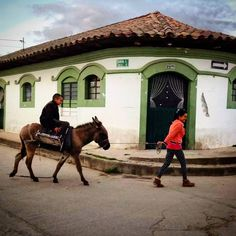 Transeúntes en Suesca, Cundinamarca.