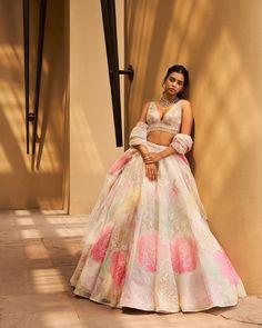 Dress Indian Style, Indian Fashion Dresses, Indian Designer Outfits, Designer Dresses, Indian Wear, Indian Wedding Outfits, Indian Outfits, Ethnic Trends, Bridal Lehenga