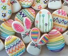 Easy Easter Cookies For Kids: The Best decorated Easter cookies recipes. Are you after bunny shaped Easter cookies ideas? If so, you have to try these simple Easter cookies with royal icing, chocolate and more. Fancy Cookies, Iced Cookies, Easter Cookies, Royal Icing Cookies, Custom Cookies, Cookies Et Biscuits, Holiday Cookies, Easter Cupcakes, Easter Biscuits