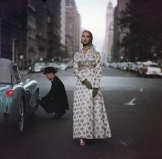 Gordon Parks, Evening Wraps at Dawn, New York, 70s Fashion, Colorful Fashion, Fashion History, Vintage Fashion, Fifties Fashion, Fashion Men, Fasion, Vintage Style, Fashion Ideas