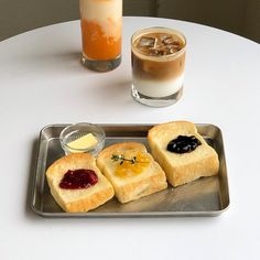 ☁︎ | ℂ𝕒𝕣𝕒𝕞𝕖𝕝𝕞𝕚𝕝𝕝𝕝𝕜𝕥𝕖𝕒 Real Food Recipes, Snack Recipes, Dessert Recipes, Yummy Food, Snacks, Desserts, Cafe Food, Perfect Breakfast, Aesthetic Food
