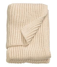 A rib-knit throw for sweater-weather junkies. | 35 Of The Best Gifts To Buy At H&M