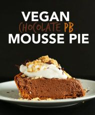AMAZING 7 ingredient Vegan Chocolate PB Mousse pie! Thick, creamy, super chocolatey and SERIOUSLY delicious! #vegan