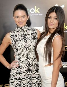Kendall & Kylie Jenner at 'The Hunger Games' Premiere