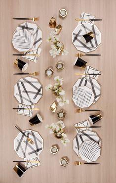 [Rebelle Black and White Brush Strokes Large Paper Plates Rebelle Schwarzweiss – Pinselstriche Pappteller Cm