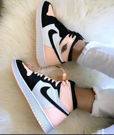 shoes sneakers nike Source by lillyschwandke too shoes Jordan Shoes Girls, Girls Shoes, Nike Jordan Shoes, Air Jordan Sneakers, Shoes Women, Sneakers For Girls, Retro Jordan Shoes, Nike Women Sneakers, Baby Girl Shoes Nike
