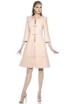 Vestido de fiesta para madrina en chantilly negro sobre rosa, sin mangas (posibilidad de hacer manga corta o francesa) Abrigo evasé...