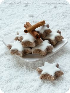Catalina pece: Zimtsterne (Skořicové hvězdičky) Christmas Sweets, Christmas Candy, Christmas Baking, Christmas Cookies, Christmas Recipes, Christmas Ideas, Biscotti, Gingerbread Cookies, Ham
