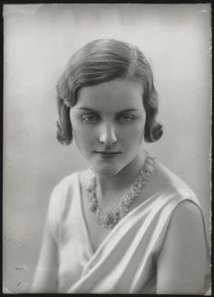 Bright Young People from the interwar years in England. They were the first generation to rebel. The Mitford Sisters were beauties of their day. Diana Mitford.