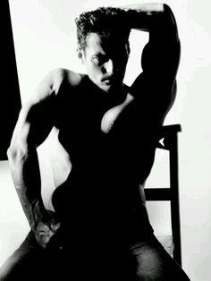 david gandy black and white Famous Male Models, Androgynous Models, David James Gandy, King David, Wattpad, Perfect Man, Gorgeous Men, Hello Gorgeous, Sexy Men