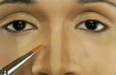 Como afinar o nariz com maquiagem. Existem muitas mulheres insatisfeitas com seus narizes! Se você é uma dessas mulheres, a boa notícia é que você não precisa gastar dinheiro em procedimentos cirúrgicos invasivos para resolver o seu pr...