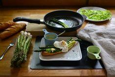 zielone szparagi, jajko w koszulce + bruschetta