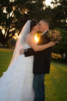 7e8382398c6e6 Sunset Wedding Kiss at Elegant Oaks Ocala Florida Wedding Kiss, Sunset  Wedding, Ocala Florida