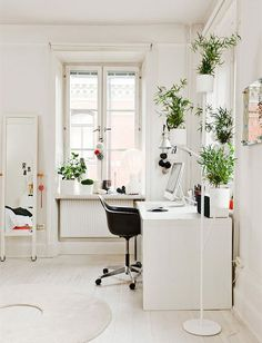 This is a perfect office - I could actually get work done if it were mine!
