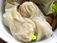 Ming's Homemade Wonton Soup....very detailed on how to make it, looks yummy!