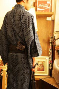 Men's Kimono... I'd like to make a modern feminine version of this. Apartment315