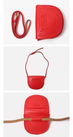 ロゴポイント2WAYレザーポシェット | レディース・ガールズファッション通販サイト - STYLENANDA Leather Wallet Pattern, Leather Pouch, Small Leather Bag, Diy Purse, Hip Bag, Linen Bag, Leather Bags Handmade, Kids Bags, Clutch Bag