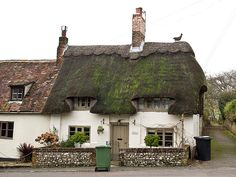 Solve Old Thatched Roof Cottage. jigsaw puzzle online with 88 pieces Cute Cottage, Old Cottage, Cottage Homes, Cottage Gardens, Cottage Style, Thatched House, Thatched Roof, Little Cottages, Cabins And Cottages