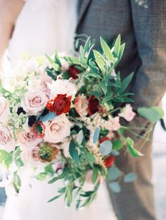 Hand picked bridal bouquet with roses | Orange Photographie | see more on: http://burnettsboards.com/2014/08/symphony-wedding-editorial/