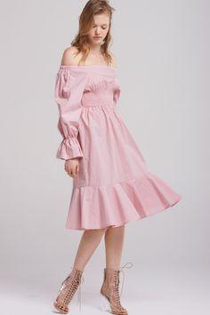 Bella Shirred Midi Dress Discover the latest fashion trends online at storets.com #fashion #shirreddress #mididress #dresses #storetsonme