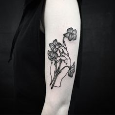 """""""Hand holding a bunch of violets for Sophie. Hand Tattoos, Line Art Tattoos, Flower Tattoos, Body Art Tattoos, Small Tattoos, Tatoos, Piercings, Piercing Tattoo, Hand Holding Tattoo"""