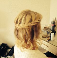 Stunning bridesmaid plait with loose curls