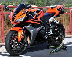 Sweet orange and black. Honda CBR 600 RR Hopefully my next bike Moto Bike, Motorcycle Bike, Women Motorcycle, Motorcycle Quotes, Honda Sport Bikes, Honda Cbr 600 Rr, Le Tricycle, Carros Audi, Street Bikes