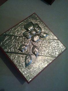 Cajita en MDF con repujado en aluminio