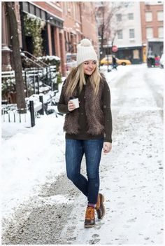 ☞❤ Top sperry duck boots outfit fall jeans - Any astute woman will be extremely cognizant about her look, really. Indeed, with regards to winter footwear decision, fastidious decision is extremely vital. Bean Boots Outfit, Winter Boots Outfits, Classy Winter Outfits, Sweater Outfits, Fall Outfits, Casual Outfits, Boot Outfits, Outfit Winter, Outfit Jeans