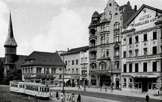 The stone dam was one of the main shopping streets of old Königsberg.   On the photo you see the Dresdner Bank in addition to the stone church Dammer.   Berlin's courtyard was a renowned hotel. The house was built in 1843, the facade was changed later by Alfred Messel.   photo 1930s.