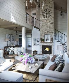 nice Comfortable Family Home Design and Cottage Decor in Neutral Colors Giving Great Inspirations for Country Home Staging Home Staging, Provence Interior, Design Rustique, Provence Style, French Country House, Country Living, Country Style, Apartment Interior Design, Cottage Homes