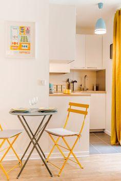 Detalhe que faz a diferença na quitinete com amarelo, azul #estiloescandinavo. #quitinete