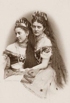 antique-royals: Countesses Josephine Pallavicini and Hanna. 1870s Fashion, Victorian Fashion, Hanna, Rapunzel Hair, Victorian Photos, Victorian Era, Old Photography, Vintage Hairstyles, Victorian Hairstyles
