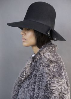 Slit Snap Dome Hat in Black Wool