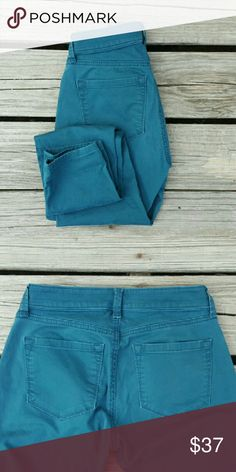 "LOFT Teal Curvy Skinny Jeans Pants BUY ONE GET ONE 50% OFF !  Ann Taylor Loft pants are so comfortable, I wish these still fit ! The color is a rich teal, which make these skinny jeans bold and beautiful. Size 25/0 Petite. Measurements: waist 13"", rise 8"", inseam approximately 27.5"". Great preloved condition. LOFT Pants Skinny"