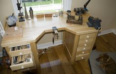 Small woodworking shop the wood whisperer layout tips carpenters Jewelers Workbench, Woodturning Videos, Design Rustique, Shop Work Bench, Jewellers Bench, Shop Cabinets, Elderly Home, Layout, Shop Organization