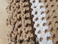 Tutoriel pour un tapis rond crocheté en brides... Quick Crochet, Knit Crochet, Merino Wool Blanket, Crochet Patterns, Knitting, Sport, Decor, Learn Crochet, Round Shag Rug