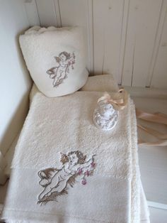 Embroidered towel made of Egyptian cotton Flowers Angel in creme color