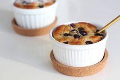 Ontbijttaartjes met banaan en blauwe bessen #koolhydraatarm - ENJOY! The Good Life Healthy Snacks, Recipies, Food And Drink, Keto, Lunch, Breakfast, Bullet Journal, Healthy Food, Salads