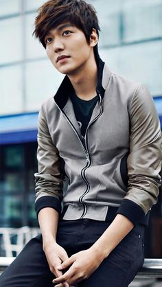 Lee Min Ho...Gorgeous oppa wearing casual zip up jacket.