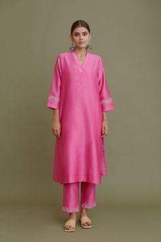 Beautiful Pakistani Dresses, Simple Pakistani Dresses, Unique Dresses, Modest Dresses, Stylish Dresses, Casual Indian Fashion, Indian Fashion Dresses, Fashion Outfits, Stylish Dress Designs