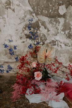Modern Millennial Pink and Scarlet Red Australian Wedding Theme Wedding Ceremony Decorations, Wedding Centerpieces, Wedding Bouquets, Floral Wedding, Wedding Flowers, Best Wedding Blogs, Brides Cake, Flower Installation, Rose Photography